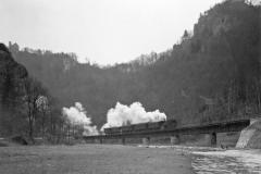 Blick auf Schloß Gößweinstein und die neue Brücke über die Wiesent bei Stempfermühle, 13.1.1932